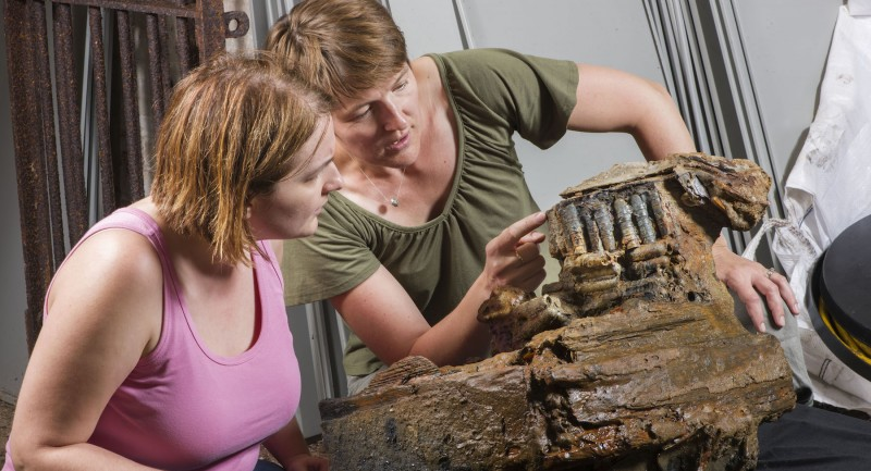 Angela Middleton (left) and a student conservator (right) looking at thimble chest recovered from the Rooswijk site (photo: Historic England/Cultural Heritage Agency of the Netherlands).