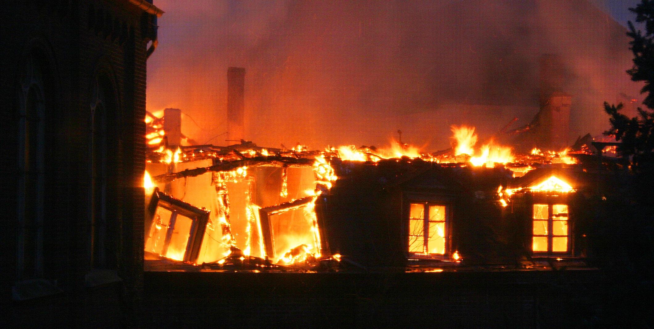Fire in Schutterijmuseum at Steyl, Limburg, the Netherlands (photo: Heinz Helf)