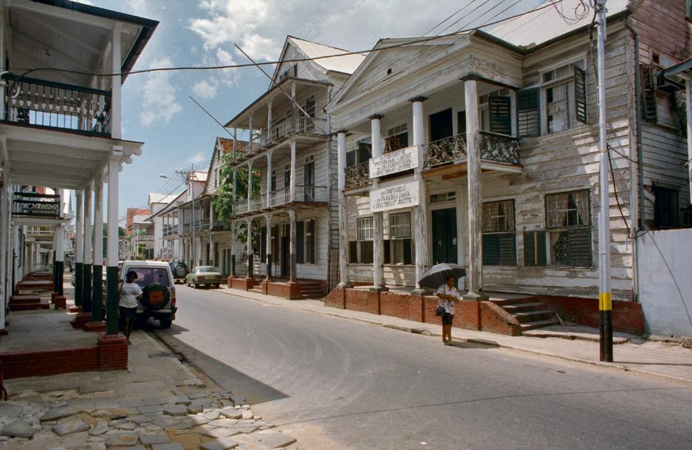 Street view of Paramaribo, Suriname (photo RCE).