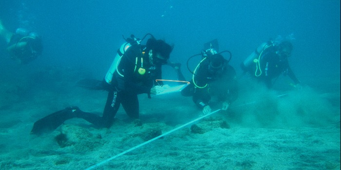 Underwater survey as a practical training during the St Eustatius foundation course in 2014.