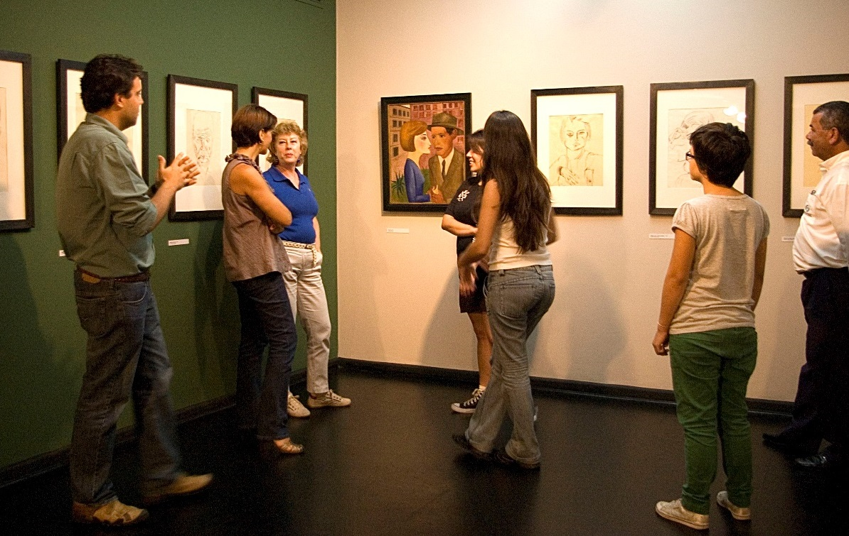 Guide and visitors at the Lasar Segall Museum, Brazil (photo: Silvana Lobo)